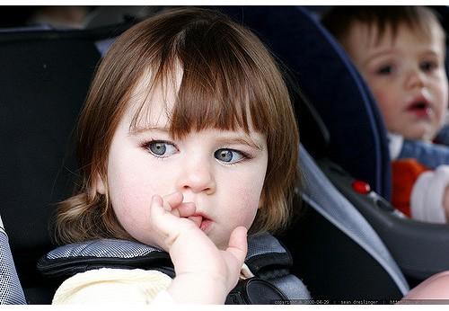 Occuper les enfants en voiture facilement
